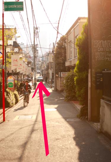 lilyへ表参道駅からのアクセス06