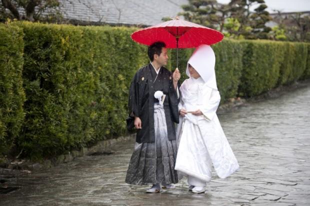【結婚式】 当日に雨!? 雨にまつわる世界の言い伝え
