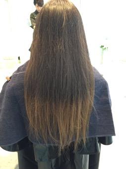 パックリと色が割れてしまった髪を染めさせていただきました