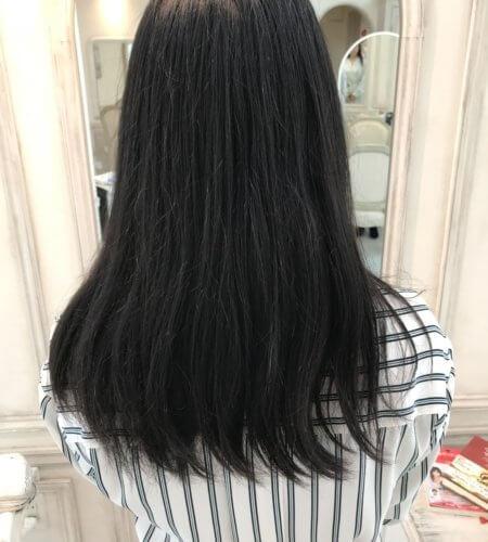 梅雨になると髪が広がったり、アホ毛が立ったりする方へ。梅雨前にできることとは?