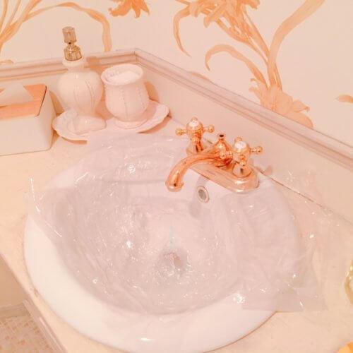 サロンが空いた時間にトイレ掃除!